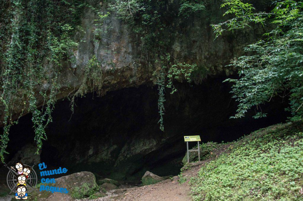 Entrada a la Cueva del Valle