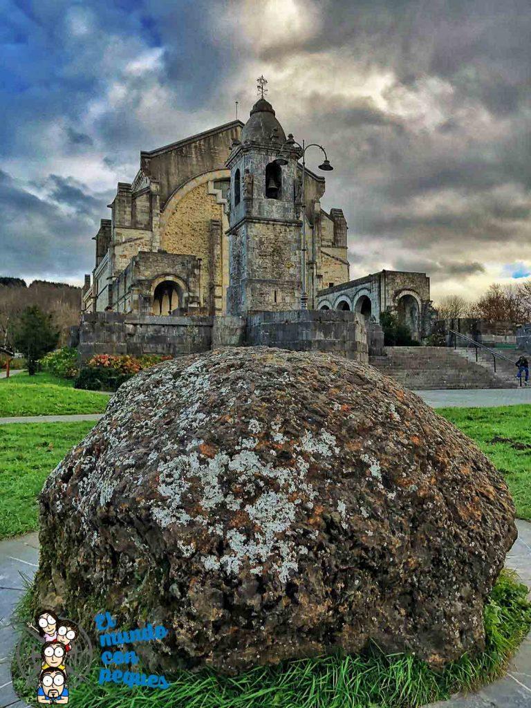 El santuario de Urkiola y la piedra del meteorito