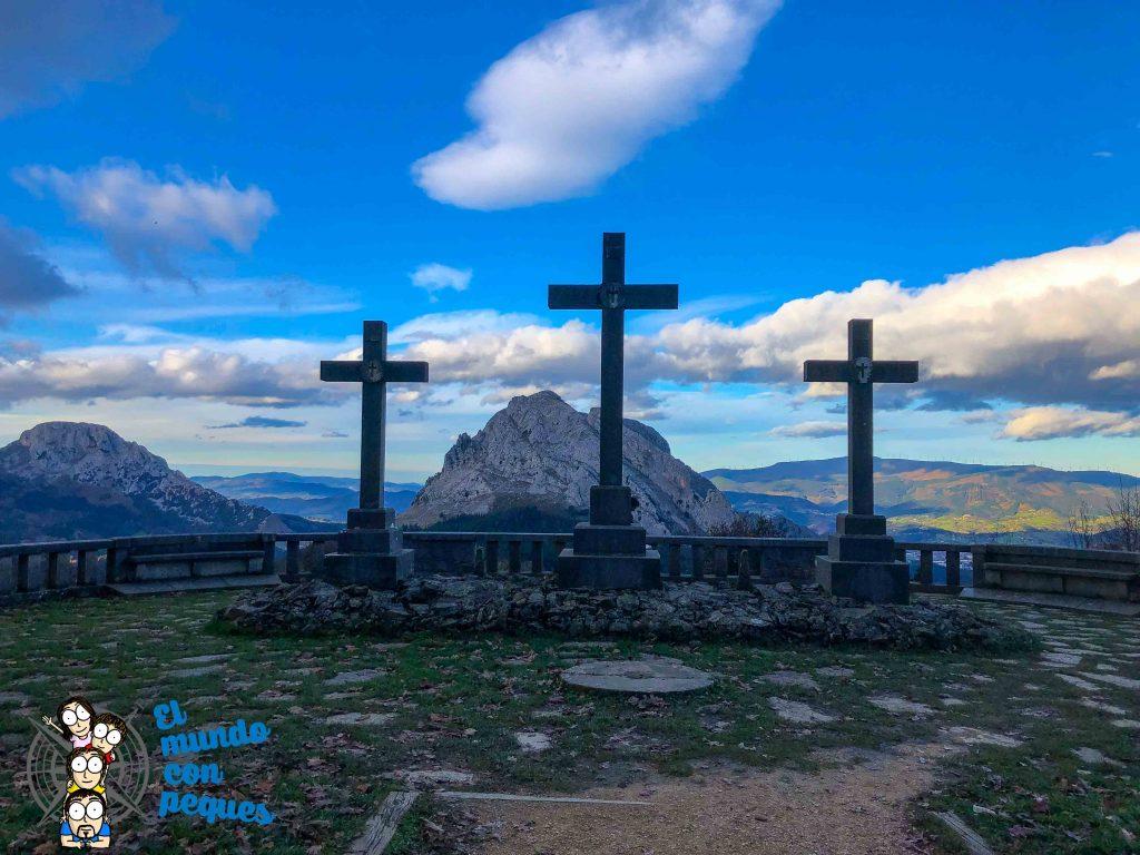 Las tres cruces del calvario en Urkiola