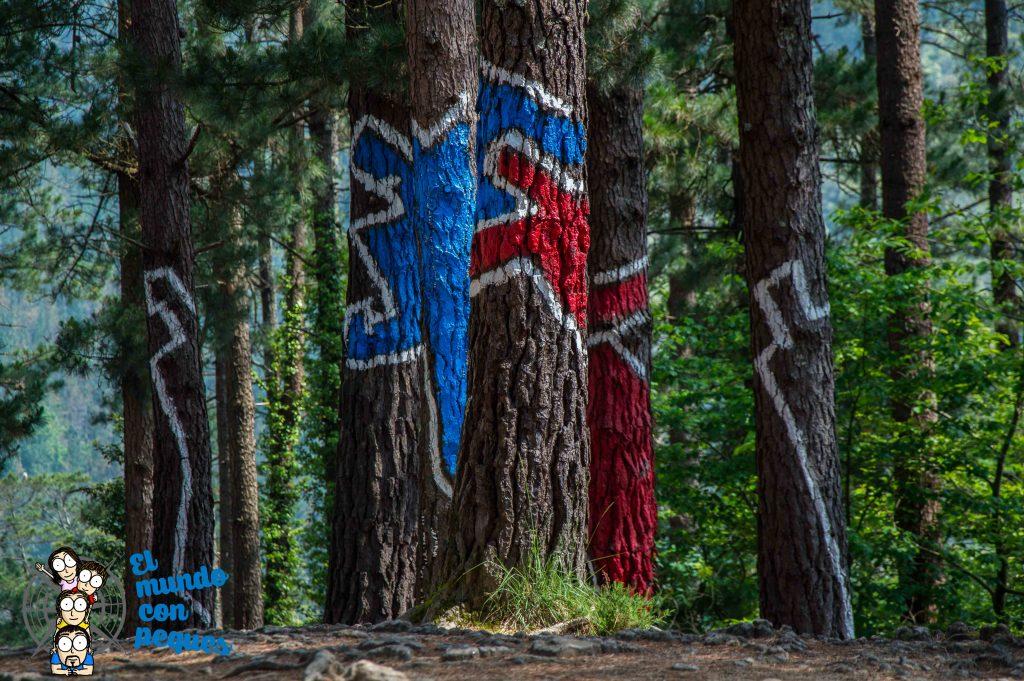 Obra 15. La pareja en rojo y en azul. Bosque de Oma