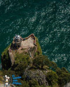 Vistas del Faro Caballo desde lo alto de las escaleras
