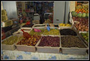 aceitunas en el zoco de asilah