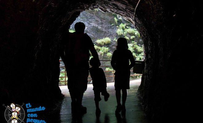 Cueva de paso garganta del Aare