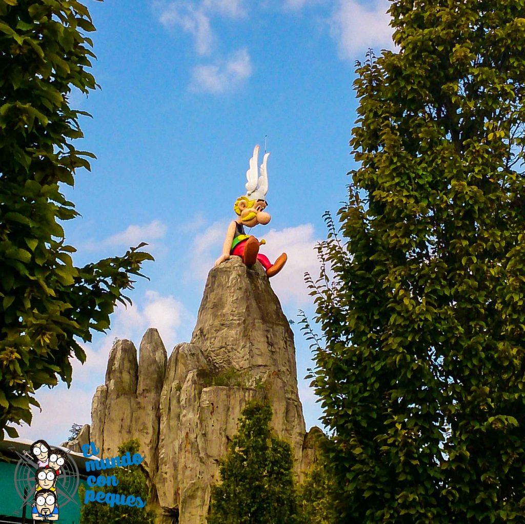 Asterix oteando a todos los visitantes